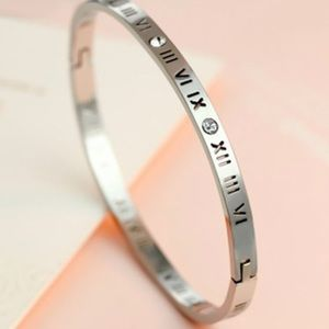 Stainless Steel Roman Numeral Bracelet in Silver